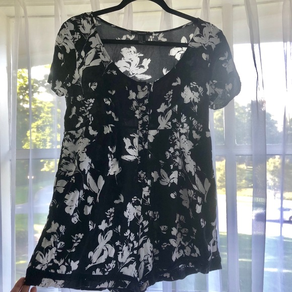 Forever 21 Other - Black and white floral romper